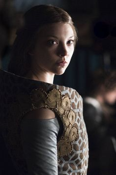 Margaery Tyrell - Natalie Dormer in Game of Thrones Season 2 (TV series). Arte Game Of Thrones, Game Of Thrones Costumes, Game Of Thrones Fans, Game Of Thrones Characters, Natalie Dormer, Cersei Lannister, Daenerys Targaryen, Margery Tyrell, Divas