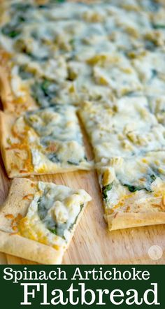 Spinach & Artichoke Flatbread made with spinach, artichoke hearts and a lemony, cheese sauce is perfect for pizza night or game day snacking. Flatbread Recipes, Flatbread Pizza, Pizza Recipes, Beef Recipes, Cooking Recipes, Dip Recipes, Delicious Recipes, Spinach Appetizers, Pizza
