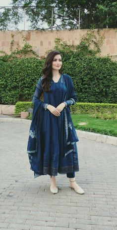 Best 10 Looks to bookmark ! Pakistani Fashion Party Wear, Pakistani Dresses Casual, Indian Fashion Dresses, Dress Indian Style, Pakistani Dress Design, Indian Outfits, Stylish Dresses, Casual Dresses, Trendy Outfits