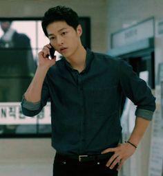 Yoo Shi Jin (Song Joong Ki) Descendants of the Sun Song Joong Ki Cute, Soon Joong Ki, Decendants Of The Sun, Songsong Couple, Daejeon, Handsome Korean Actors, Song Hye Kyo, Korean Star, Kdrama Actors