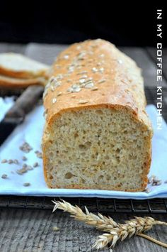 In my coffee kitchen: Chleb bez zagniatania z płatkami owsianymi Amish White Bread, Bread Recipes, Cooking Recipes, My Coffee, Bon Appetit, Banana Bread, Fries, Muffins, Food And Drink
