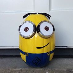 Step by step instructions to make your own Minion pumpkins this Halloween!