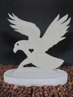 Steinfiguren für den Garten von Onlineshop in Österreich Flatstone Flat Stone, Bat Signal, Superhero Logos, Special Gifts, Gift Wedding, Stones, Birthday