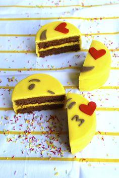 ¡Mini Fondant Emoji Cakes! (#SanValentin)