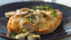 Dijon Chicken Smothered in Mushrooms: Betty Crocker's Diabetes Cookbook and Heart Healthy Cookbook share a recipe! Dijon and mushrooms turn boring chicken into tasty chicken that can be on your dinner table in less than 30 minutes. Slow Cooker Chicken Marsala, Dijon Chicken, Mustard Chicken, Garlic Chicken, Healthy Cook Books, Stuffed Mushrooms, Stuffed Peppers, Cooking