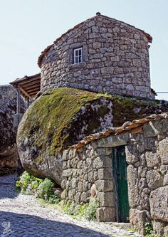 Typical stone houses in Monsanto, Portugal Places In Portugal, Visit Portugal, Spain And Portugal, Portugal Travel, Monsanto Portugal, Architecture Unique, Portugal Holidays, House On The Rock, Interesting Buildings