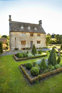 """ 17th-century Manor House, Oxfordshire, England, property of Philip Mould, art dealer and broadcaster. Source: June 2013 issue of House & Garden, by Andrew Montgomery """