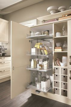 Lucca 618 #kuchenne_warszawa #niemieckie_kuchnie #meble_kuchenne_warszawa #meble_nobilia #kuchnie_warszawa  Otwierając taka szafkę mamy wszystko jak na dłoni, poukładane i widoczne z każdej strony. Nie tracimy zbędnego czasu na poszukiwanie produktów gdzieś na tyłach szafek.