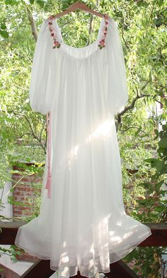 ROCHITA ROZ Long Gown Dress, Lace Dress, White Dress, Boho Fashion, Fashion Dresses, Moslem Fashion, Kurta Style, Moroccan Dress, Traditional Wedding Dresses