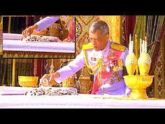 สมเด็จพระเจ้าอยู่หัว เก็บพระบรมอัฐิในหลวงรัชกาลที่ ๙ (27 ตุลาคม 2560) - YouTube