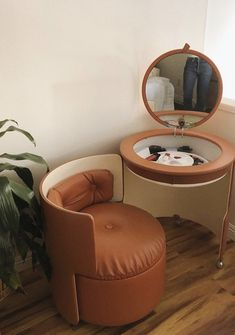 the latest addition 🍊 i wasn't feeling my previous vanity in this new space (it happens!), gave it to my mom for safe keeping, and didn't… Cool Furniture, Furniture Design, Aesthetic Room Decor, House Rooms, New Room, Room Inspiration, Bedroom Decor, Interior Design, Home Decor