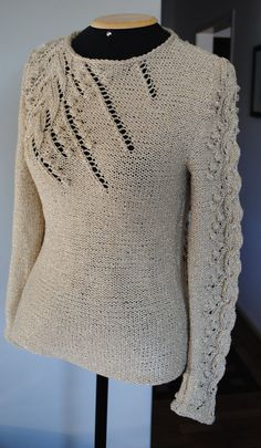 Blusa Precioso Pullover Sweater Free Knitting Patter with lace and bobbles and more free pullover knitting patterns Sweater Knitting Patterns, Knit Patterns, Free Knitting, Knit Sweaters, Lace Sweater, Gilet Crochet, Knit Or Crochet, How To Purl Knit, Knit Picks
