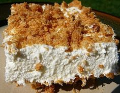 Marshmallow Whip Cheesecake- This is a no-bake marshmallow cheesecake with a graham cracker crust Whip Cheesecake, Marshmallow Cheesecake, Cheesecake Recipes, Dessert Recipes, Marshmallow Cream, Dessert Ideas, Marshmellow Treats, Cheesecake Deserts, Gourmet