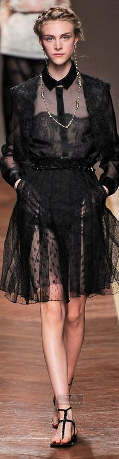 Visit www. Valentino Garavani, Pretty Little Dress, Valentino Women, Pret A Porter Feminin, Lauren, Couture Fashion, Stylish Outfits, Beautiful Dresses, High Fashion