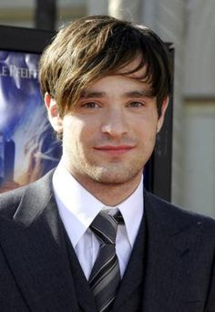Charlie Cox! Ok, not lovin' the hair-too Justin Beiber-ish, but I do love him, so I can forgive...