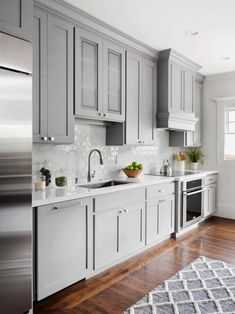 Grey Kitchen Cabinet with Wood Floor. Grey Kitchen Cabinet with Wood Floor. the Psychology Of why Gray Kitchen Cabinets are so Popular Shaker Style Kitchen Cabinets, Shaker Style Kitchens, Kitchen Cabinet Styles, Kitchen Cabinets Decor, Farmhouse Kitchen Cabinets, Modern Farmhouse Kitchens, Painting Kitchen Cabinets, Kitchen Ideas, Kitchen Backsplash