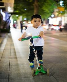 Tumblr Best Scooter For Kids, Electric Scooter For Kids, Kids Scooter, Motor Scooters, Custom Trucks, Kicks, Kids Electric Scooter, Scooters