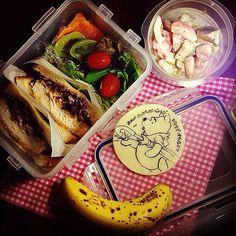 今朝も土砂降り…学校まで送っていかなきゃ 昨夜は色々やることがあって徹夜、雨の中運転したくないなぁ 気を引き締めていってきます!! - 138件のもぐもぐ - Rainy Pooh Lunch box ♥️ 雨降りプーさん弁当 by Yuka Nakata