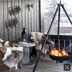Cabin Style Winter Terrace With Wicker Chairs And A Wooden Table Hygge, Balkon Design, Winter Cabin, Winter Fire, Cozy Winter, Wicker Chairs, Apartment Balconies, Outdoor Living, Outdoor Decor
