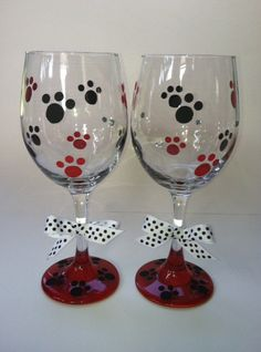 Hand Painted Wine Glasses with Dog or Puppy Paws Wine Glass Crafts, Wine Craft, Wine Bottle Crafts, Wine Bottle Glasses, Wine Bottle Art, Wine Bottles, Decorated Wine Glasses, Hand Painted Wine Glasses, Decorated Bottles