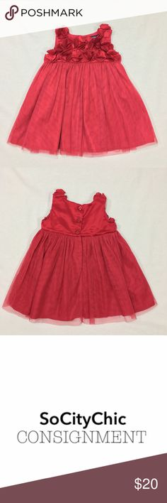 BABY GAP FLORAL AND TULLE DRESS BABY GAP FLORAL AND TULLE DRESS. SLEEVELESS. FLORAL DETAIL. TULLE SKIRT. LINED. CENTER BACK BUTTON CLOSURE. FABRIC: POLYESTER/ COTTON. CONDITION: LIKE NEW/ NO SIGNS OF WEAR. SIZE 6-12M GAP Dresses Formal