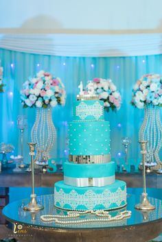 Foto de Decoração azul tiffany - Stephany 15 Anos Tiffany Blue Weddings, Tiffany Wedding, Tiffany Blue Bridesmaids, Tiffany Birthday Party, Tiffany Party, Wedding Cake Designs, Wedding Cake Toppers, Wedding Cakes, Quince Decorations