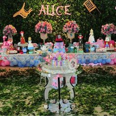 festa alice no pais das maravilhas decoracao Alice In Wonderland Tea Party Birthday, Alice Tea Party, Alice In Wonderland Theme, 16th Birthday, 1st Birthday Parties, Kids Birthday Themes, Childrens Party, Party Time, Third