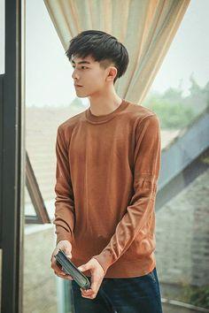 Tống Uy Long - Song Wei Long - 宋威龙 Asian Men Hairstyle, Asian Hair, Korean Fashion Men, Korean Men, Man Bun Haircut, Song Wei Long, Kpop Hair, Handsome Anime Guys, Hair Reference