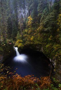 Punchbowl Falls, Oregon.