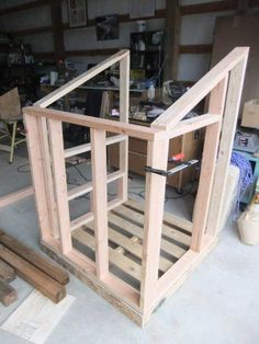 Pallet chicken coop construction picture #1