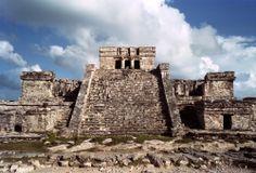#Tulum, uno sitio arqueológico que combina los misterios de las edificaciones mayas, con los mejores paisajes que regala el #CaribeMexicano. http://www.bestday.com.mx/Riviera_Maya/ReservaHoteles/