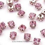 Strasssteine zum Annähen 4,5 mm Rosa - diese funkelnden Strasssteine haben eine Metallfassung mit vier Löchern zum sicheren Annähen an Taschen, Kleidern oder auch zum Herstellen von Modeschmuck und mehr.Die Strasssteine sind aus Glas und funkeln herrlich. Größe: 4,5 mmInhalt: 20 Stück