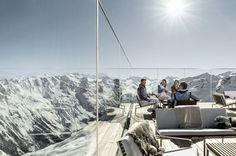 Yo solo quiero mirar. Vistas a los Alpes nevados desde la terraza del Ice Q, a 3.048 metros de altura, en Solden (Austria).
