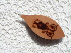 Handmade wooden tatting shuttle with engraved amphora by Banyek