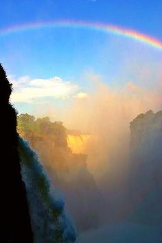 Victoria Falls, Zimbabwe - This beautiful rainbow is to remind us of the Lord's promise that the world will never again be destroyed by flood Beautiful World, Beautiful Places, Beautiful Pictures, Chobe National Park, Nature Sauvage, Victoria Falls, Oh The Places You'll Go, Wonders Of The World, Cool Photos