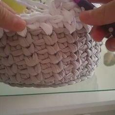 """115 curtidas, 4 comentários - Arte em Crochê Gisa Rodriguez (@gisarodriguez) no Instagram: """"Ponto muito lindo para #cestosorganizadores . #repost #fiosdemalha #fiodemalha #trapillo #trapilho…"""""""