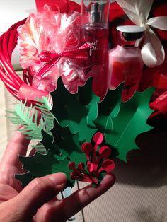 Holly from Floral Decor cart Cricut Christmas Cards, Christmas Paper Crafts, Christmas Gift Wrapping, Christmas Tag, Christmas Decorations, Cricut Tags, Cricut Ideas, Happy December, Close To My Heart
