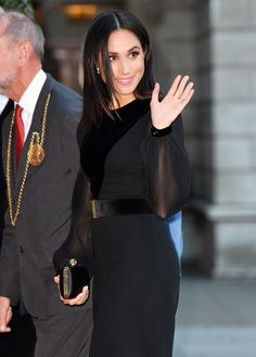 Meghan Markle made her first official solo royal appearance at the Oceana art exhibit in London Prinz Harry Meghan Markle, Meghan Markle Prince Harry, Prince Harry And Megan, Estilo Meghan Markle, Meghan Markle Style, Meghan Markle Dress, Meghan Markle Latest, The Tig Meghan Markle, Givenchy Wedding Dress