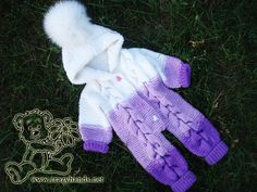 Bear Baby Knit Romper Pattern Check out my pattern of baby knit romper that was made in a gradient of puple and white yarn, has cool hood, and a fluffy fur pom. I promise you will love it. Baby Romper Pattern Free, Baby Cardigan Knitting Pattern Free, Baby Boy Knitting Patterns, Baby Sweater Patterns, Knitting For Kids, Baby Patterns, Free Knitting, Free Pattern, Start Knitting