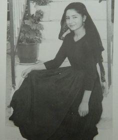 Γυναίκα της Λευκάδας: Η αποθέωση της λεβέντικης κορμοστασιάς. Εφημερίδα «Ελευθερία» Δεκέμβριο του 1959 Greece Pictures, Old Pictures, Old Photos, Greek Culture, Joan Smalls, Cyprus, Greek Costumes, Beautiful People, Pin Up