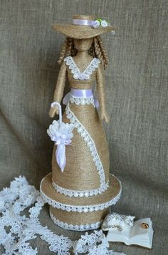 This post was discovered by На Wine Bottle Art, Plastic Bottle Crafts, Diy Bottle, Wine Bottle Crafts, Coffee Bean Art, Wrapped Wine Bottles, Rope Art, Burlap Crafts, Art N Craft