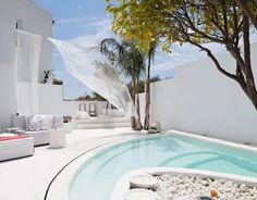 piscina de color blanco