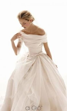 Le Spose Di Gio Classic CL20: buy this dress for a fraction of the salon price on PreOwnedWeddingDresses.com