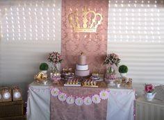 A decoração encantada da princesa Alice, seu reino se uniu para comemorar seu primeiro aniversário e a festa foi linda.