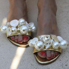 CAPRI – alamedaturquesa Fab Shoes, Me Too Shoes, Creative Shoes, Cute Sandals, Womens Slippers, Ciabatta, Designer Shoes, Fashion Shoes, Shoe Boots
