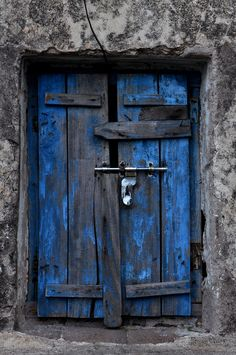 old blue  via Abriendo Puertas