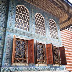 Turkish blue tiles, Istanbul Topkapi palace, ottoman interior design   Design Soda blog.