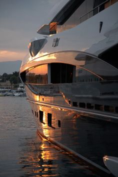 My boat finally came in.I used to say 'my boat sank'. Yacht Design, Jet Ski, Yacht Luxury, Luxury Boats, Foto Zoom, Yachting Club, Private Yacht, Yacht Boat, Super Yachts