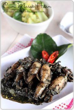 Cumi Masak Hitam / Sautee Squid With Ink Fish Recipes, Seafood Recipes, Asian Recipes, Cooking Recipes, Fish Dishes, Seafood Dishes, Lombok, Malay Food, Indonesian Cuisine