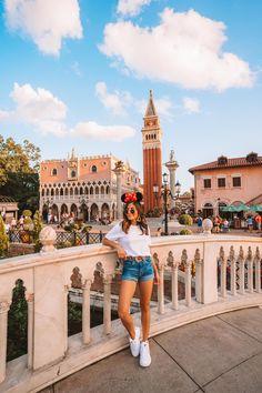 disneyland Brown Things brown color above upper lip Disney World Outfits, Disneyland Outfits, Disney World Trip, Disney Vacations, Disney Trips, Disneyland Outfit Summer, Disney World Pictures, Cute Disney Pictures, Disney Instagram
